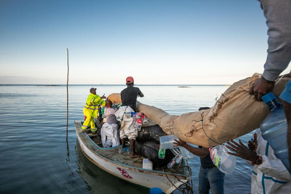 12 Aug: local fishermen and coastal communities in Mauritius had to deploy their own home made protection boom despite reassurances from the IMO that the oil spill was under control