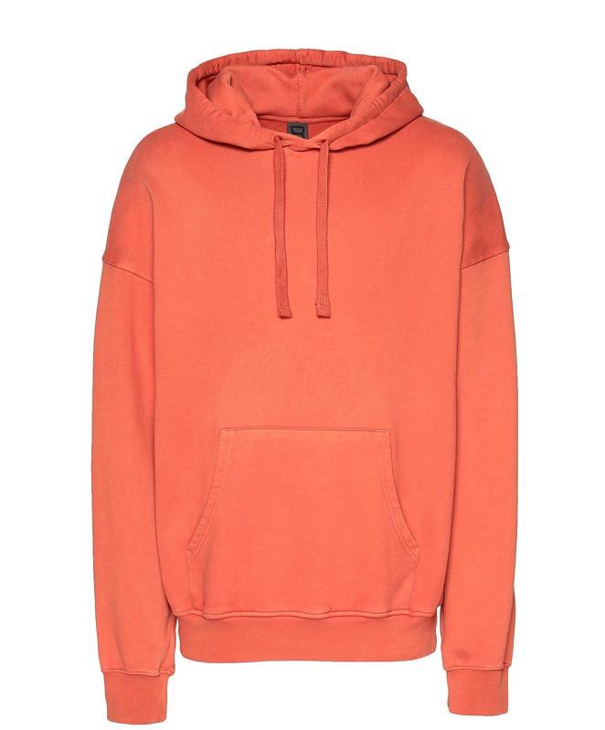 Men's hooded sweatshirt made of 100% organic cotton. Color in right red. No appliqués, solid color, hooded collar, long sleeves, single pocket, fleece lining and sweatshirt fleece.