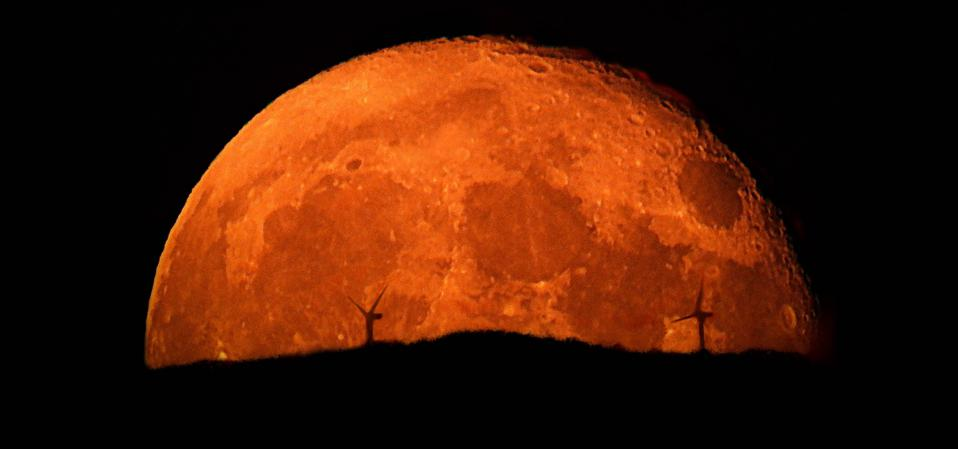 """There are three specific times and places to look to see the """"Halloween Hunter's Blue Blood"""" full Moon at its very best this weekend."""