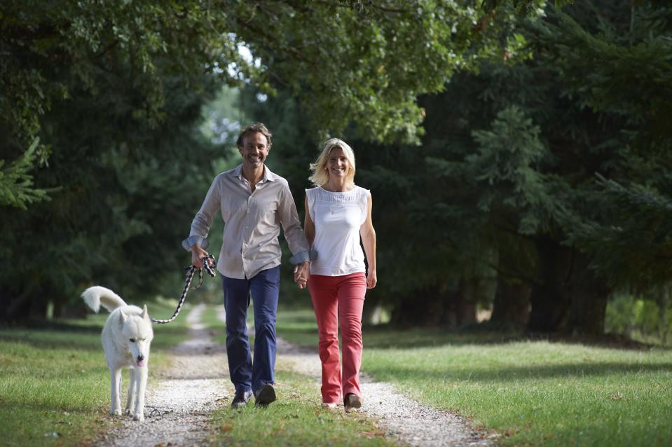 female winemaker in Bordeaux, with husband and dog