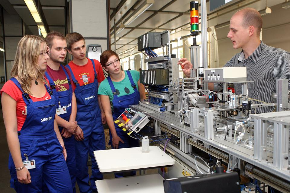 Siemens Trainees Begin Vocational Training