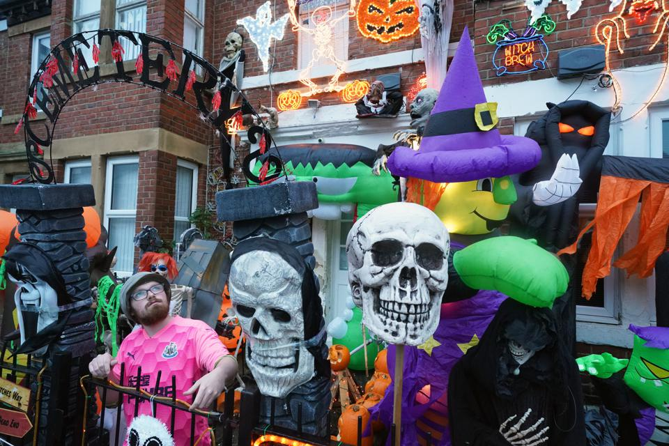 Halloween 2020: a big display of decorations in UK