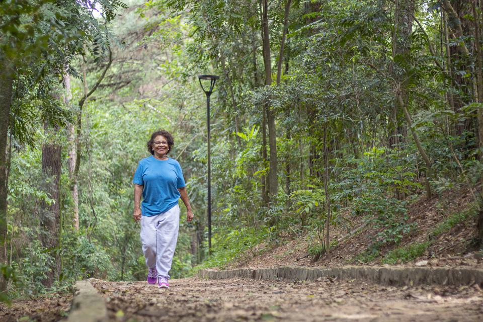 Taking a fifteen-minute ″awe walk″ is one of the best de-stressors available to us, according to a new study.