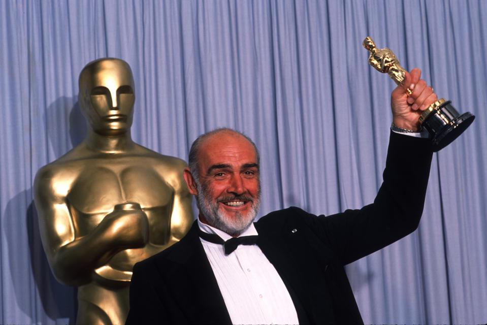 Sean Connery with his Oscar for 'The Untouchables'