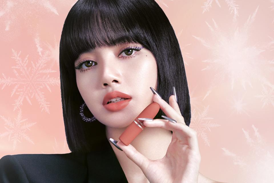 LISA BLACKPINK M∙A∙C Cosmetics 2020 holiday photoshoot line firework new photos makeup lip