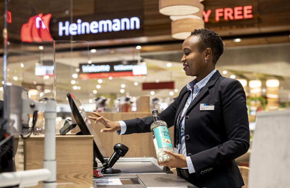 Heinemann checkout staff at Berlin's new airport.