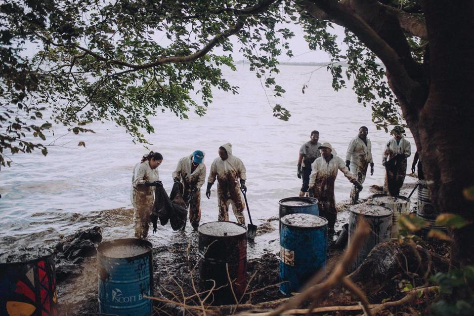 Local volunteers from Mauritius rushed to help the oil spill, inadvertently exposing themselves to potentially extremely harmful chemicals