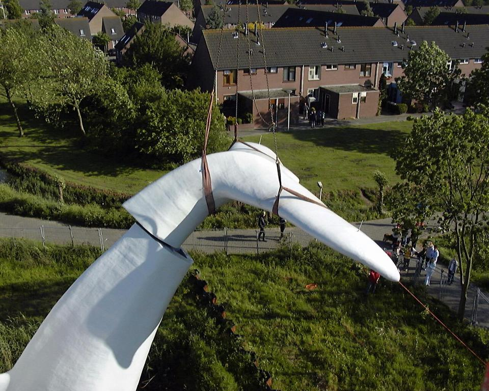 Final assembly of the Blue Whale tail sculpture in 2001.