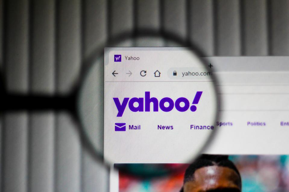Yahoo Mail website through a looking glass