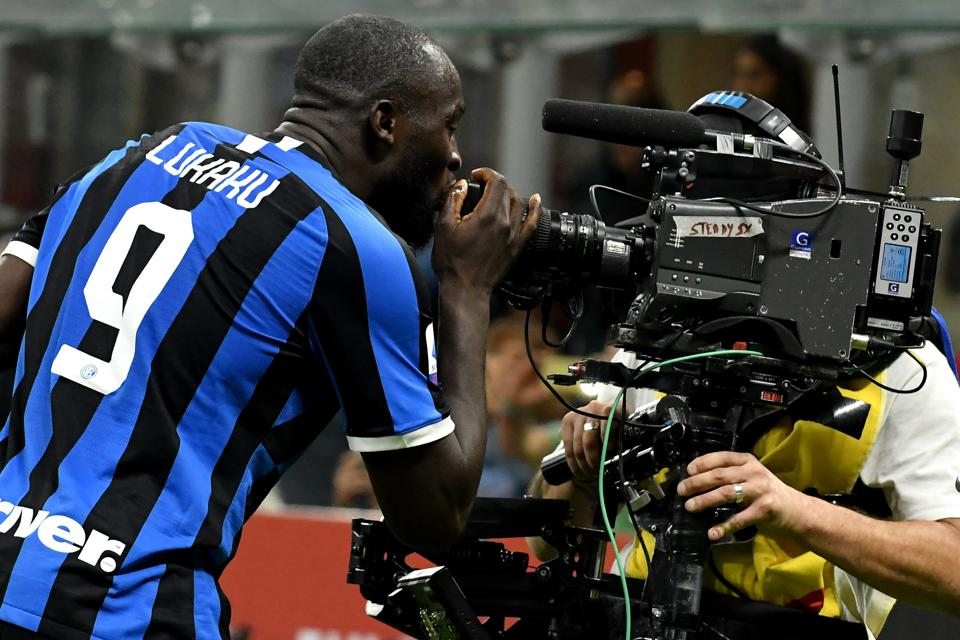 Romelu Lukaku of FC Internazionale celebrates kissing a...