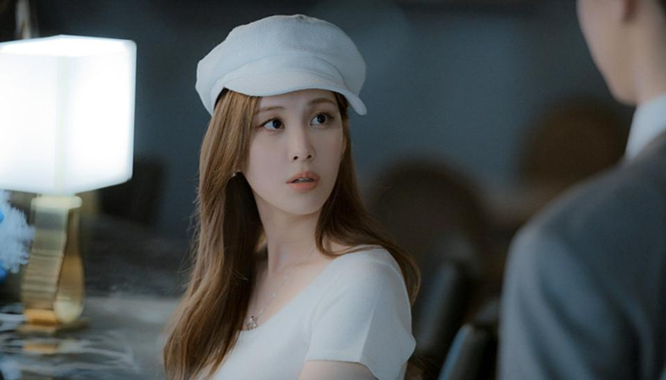 Seohyun plays Cha Joo-eun, the daughter of con artists, in 'Private Lives.'
