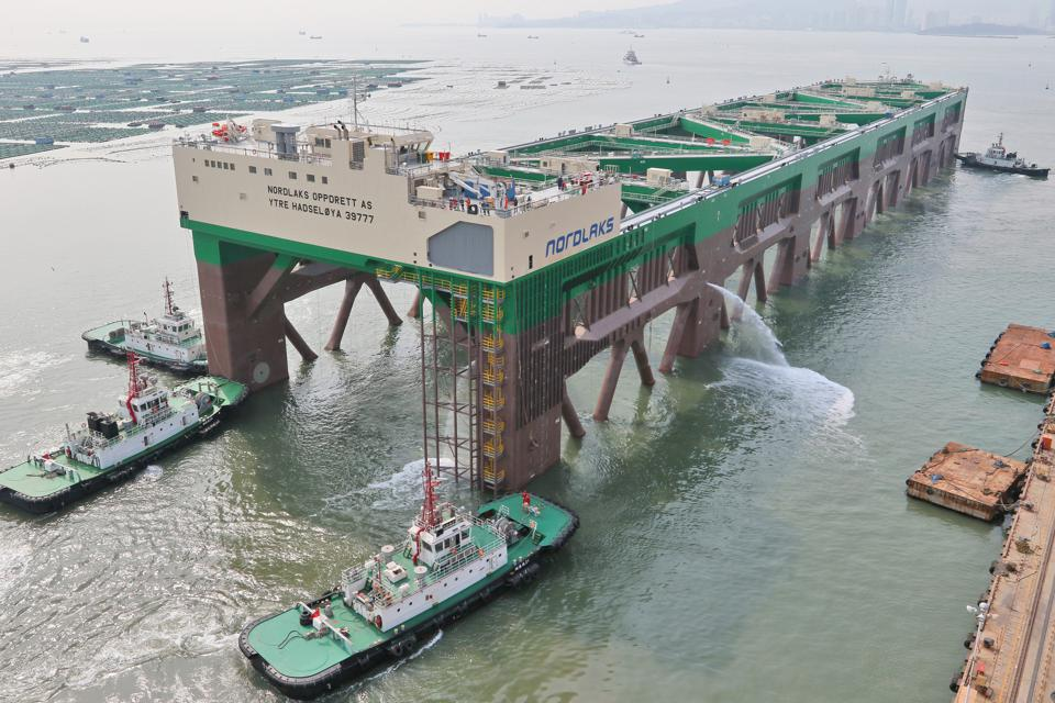 The World's Largest Deep-water Aquaculture Ship to Sea Trial