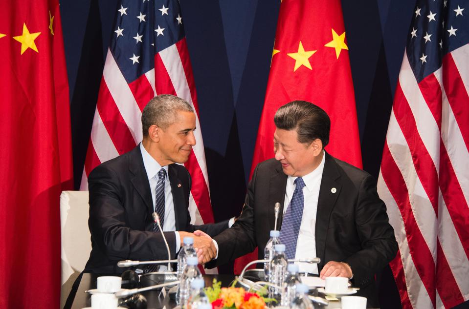 US President Barack Obama (L) shakes hands with Chinese President Xi Jinxing during a bilateral meeting ahead of the opening of the UN conference on climate change COP21 on November 30, 2015 in Paris.