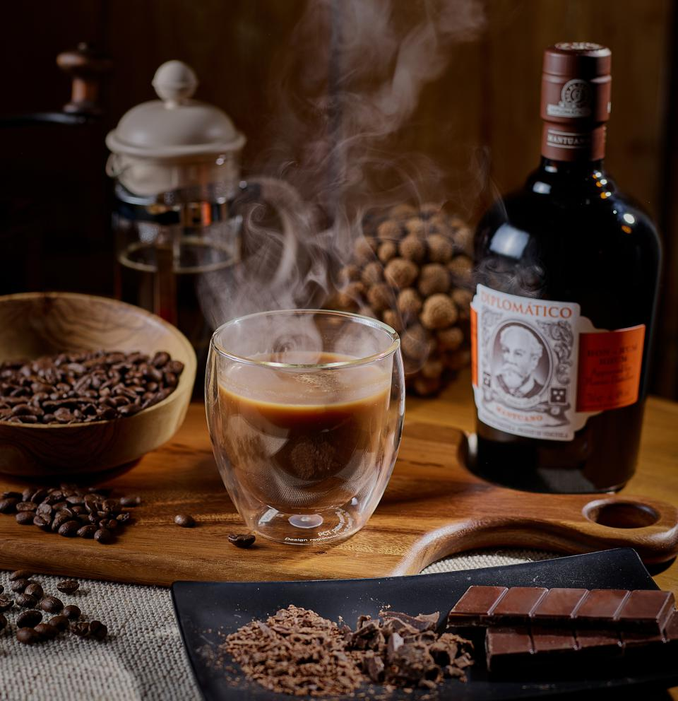 Ron Diplomático Mantuano with steaming cup of chocolate