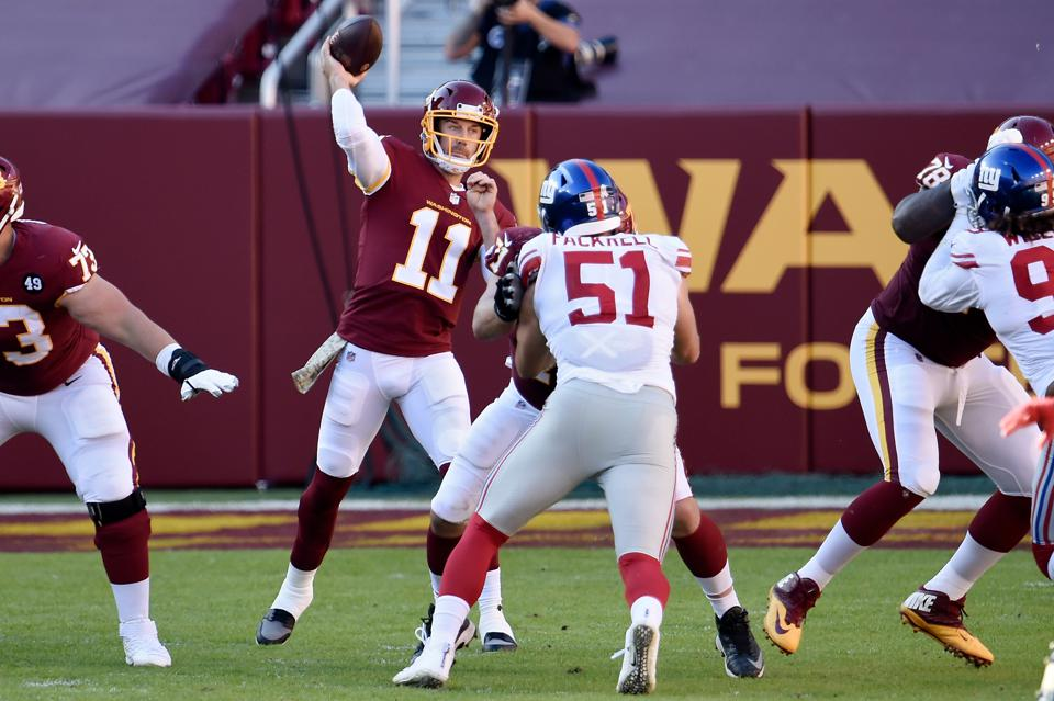 LANDOVER, MARYLAND - NOVEMBER 08: Alex Smith #11 of the Washington Football Team throws a pass in the second quarter against the New York Giants at FedExField on November 08, 2020 in Landover, Maryland. (Photo by Greg Fiume/Getty Images)