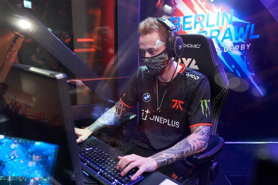 Fnatic star Rekkles plays League of Legends.