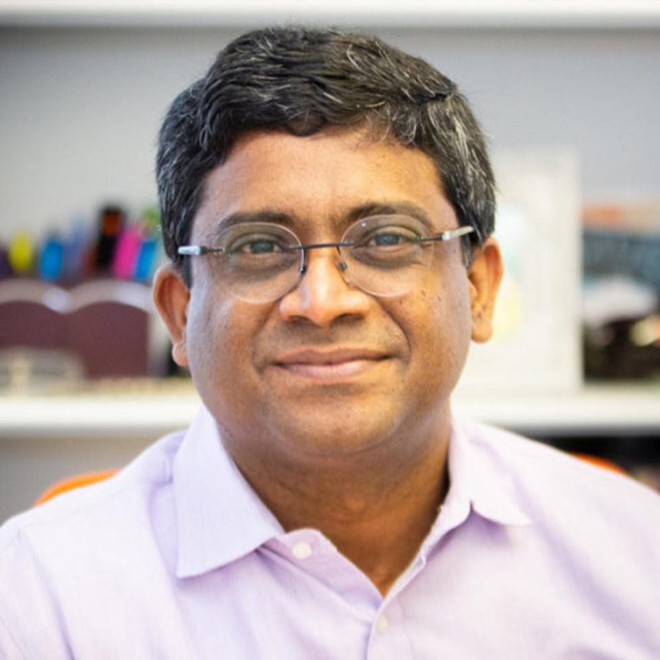 Vemana in his office