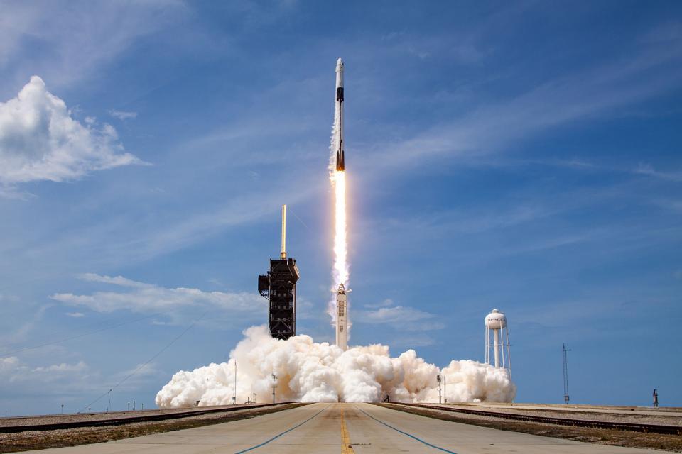 Khaskhabar/SpaceX रॉकेट अंतरराष्ट्रीय अंतरिक्ष स्टेशन के लिए चार अंतरिक्ष