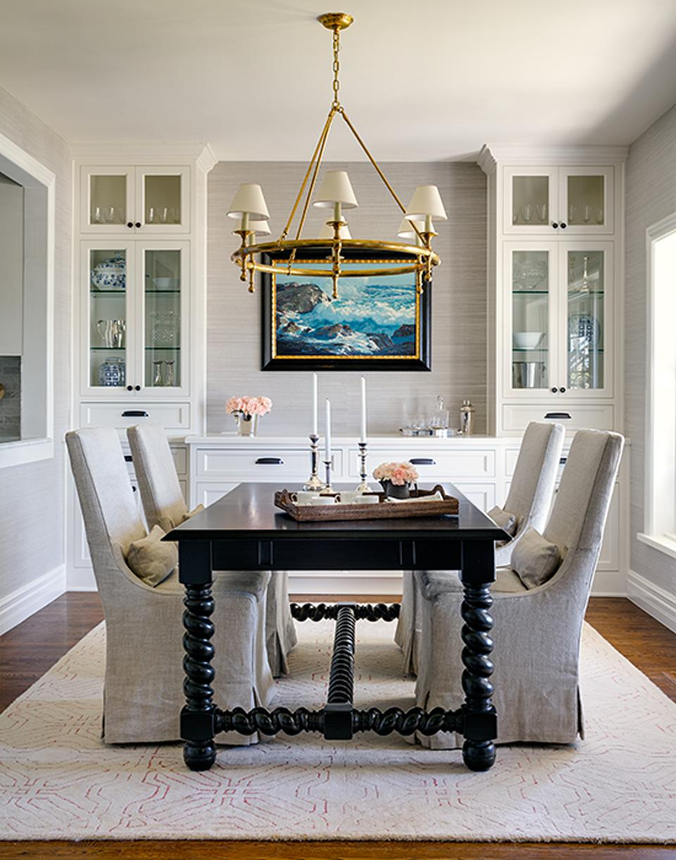 A dining room by Marianne Simon