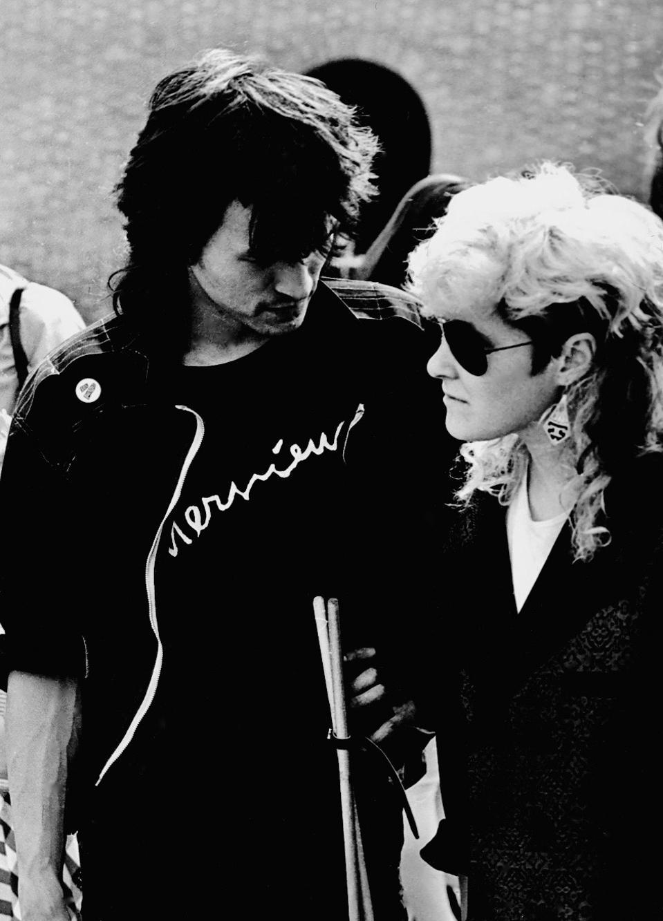 Viktor Tsoi and Joanna Stingray in Leningrad in 1986.
