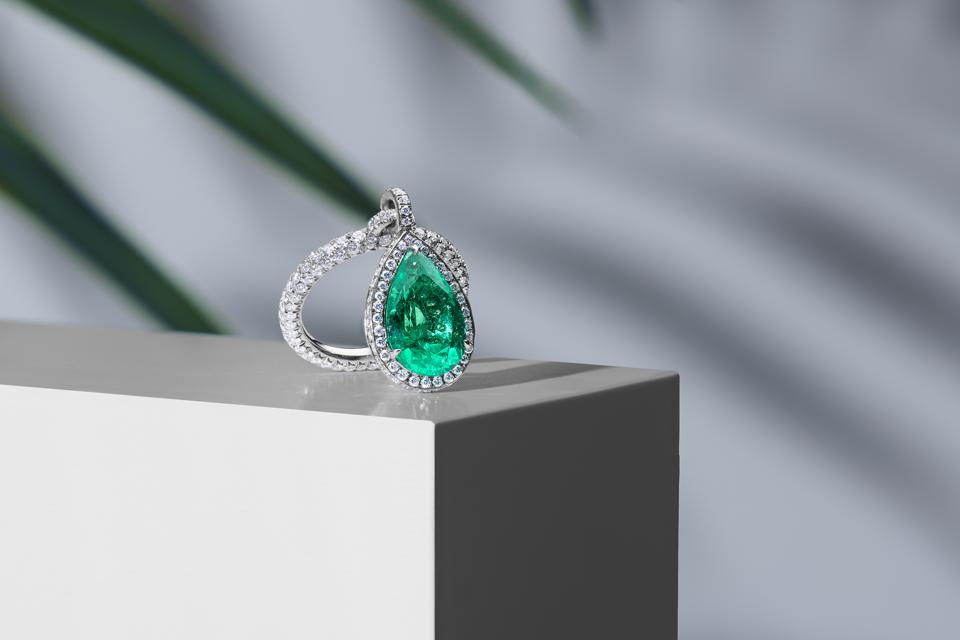 Nina Runsdorf's ring features a gorgeous pear-shaped emerald on one side and diamonds on the other.