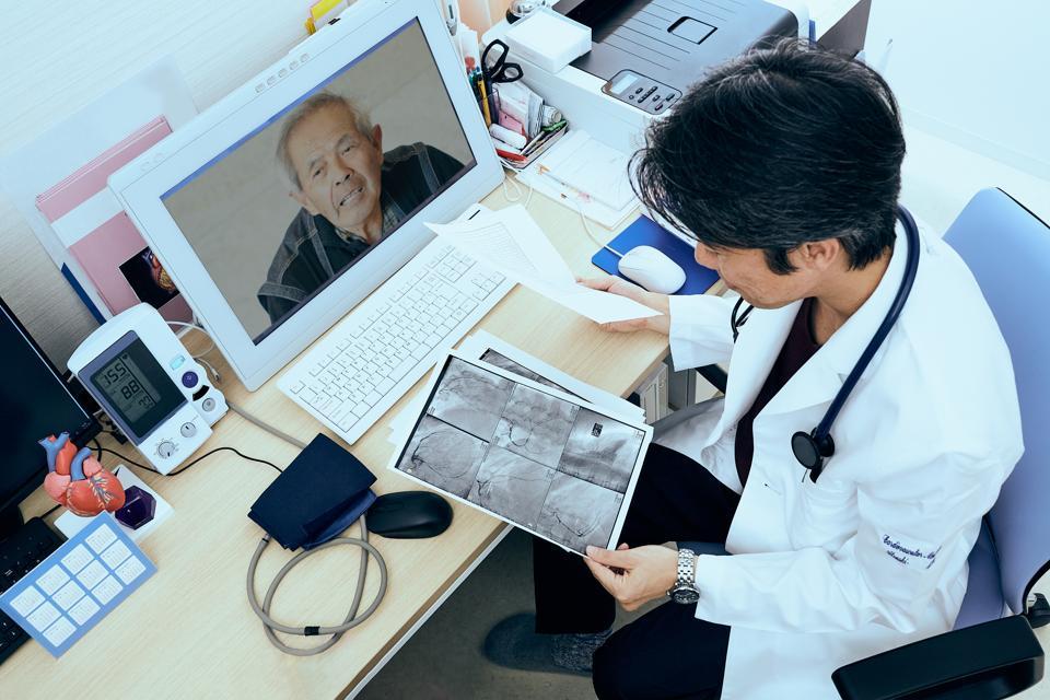 Telemedicine doctors and patients