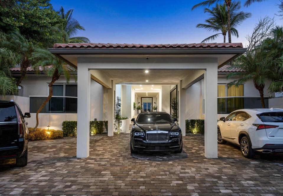 Sammy Sosa, Florida, luxury, carport, real estate, design, beachfront, ocean, Compass