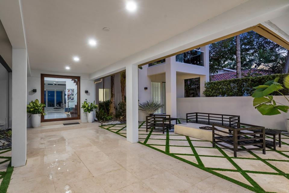 Sammy Sosa, Florida, luxury, real estate, design, courtyard, beachfront, ocean, Compass