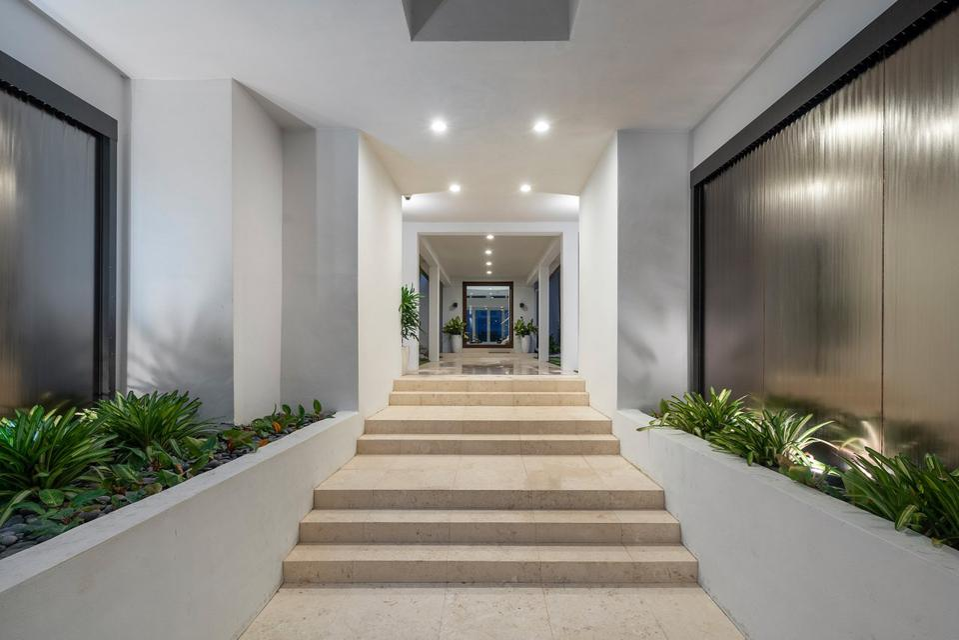 Sammy Sosa, Florida, luxury, real estate, design, baseball, vestibule, Compass