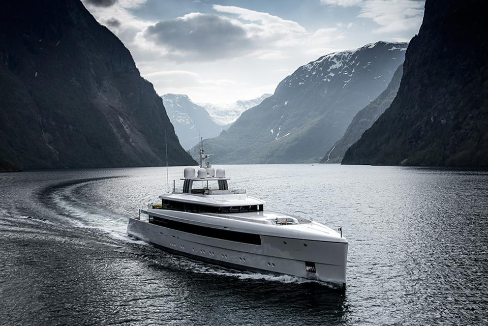 Najibla construit par Feadship remporte sa classe aux Boat Internationl Superyacht Awards