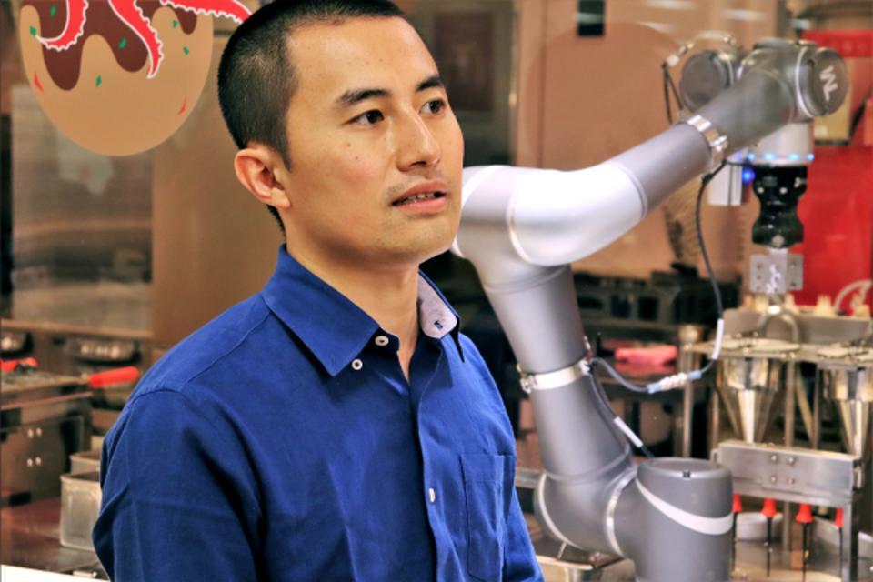 Sawanobori Tetsuya, CEO of Connected Robotics