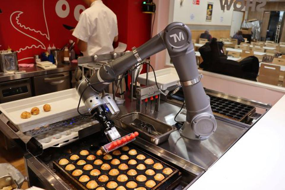 Connected Robotics' OctoChef churns out perfectly grilled takoyaki octopus balls.