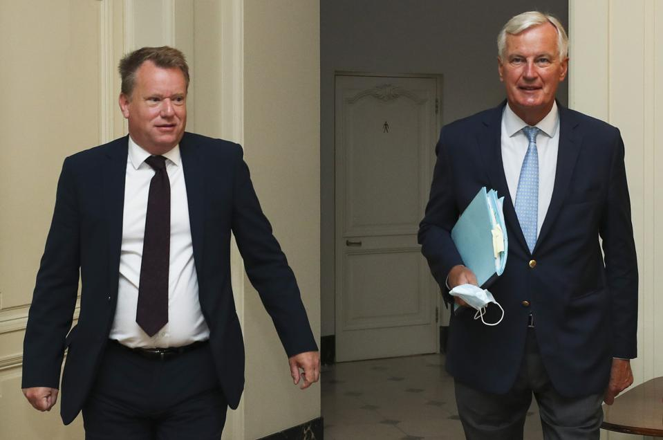 Britain's negotiator David Frost (L) and EU's negotiator Michel Barnier after a seventh round of talks, in Brussels on August 21, 2020.