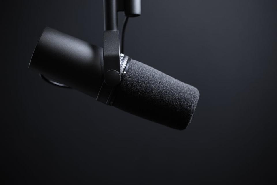 A popular podcasting mic
