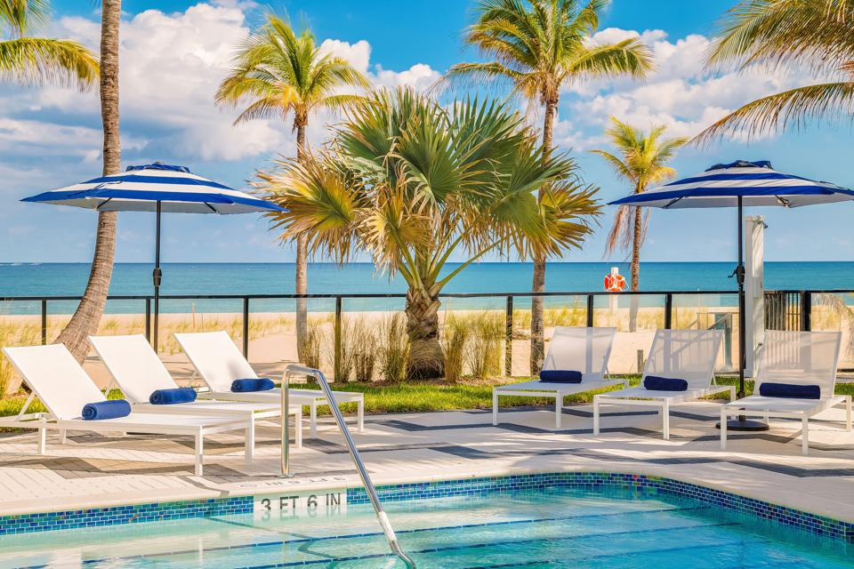 Plunge Beach Resort Lauderdale Florida Black Friday cyber Monday Travel Tuesday deals