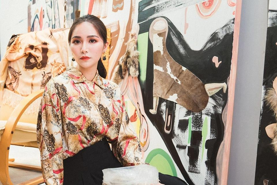 Cho, Hui-Chin lives and works in London and Paris