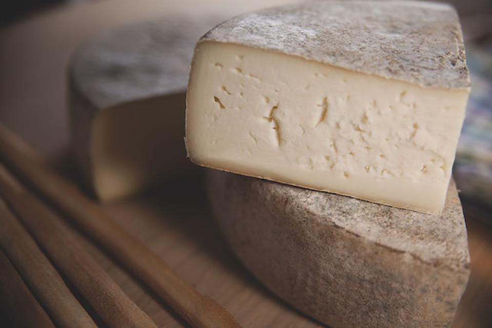Semi-soft Lou Bergier Pichin cheese