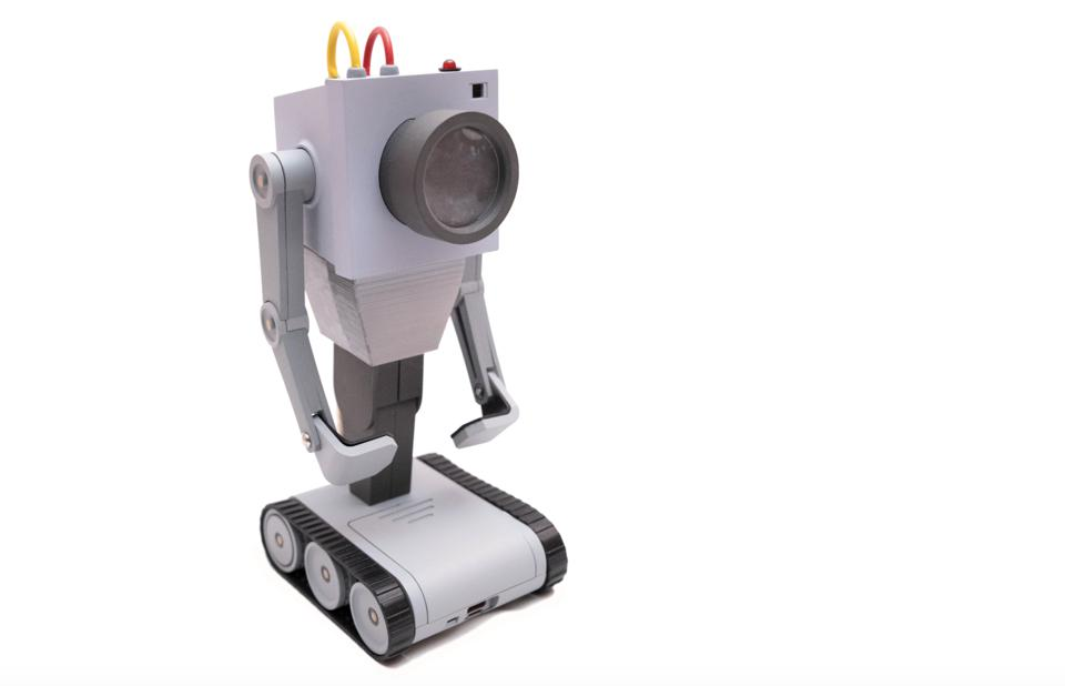 Toy robot with giant lens