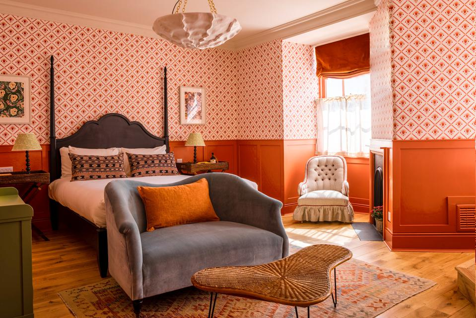 The Mitre Hampton Court is a quintessentially British new hideout, not far from the heart of London