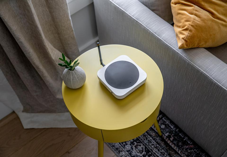 Helium hotspot on a yellow side table, in living room next to a grey sofa