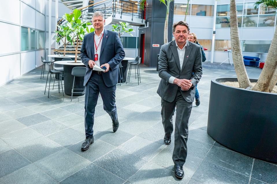 CEO Pesawat Ulang Alik Norwegia, Jacob Schram, dan CFO, Geir Karlsen.