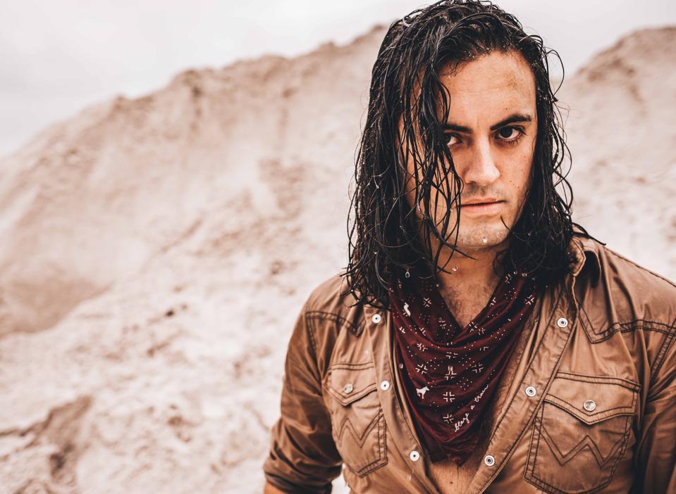 Justin Biltonen, 3 Doors Down bassist has released his solo country single ″Wild Mustangs″