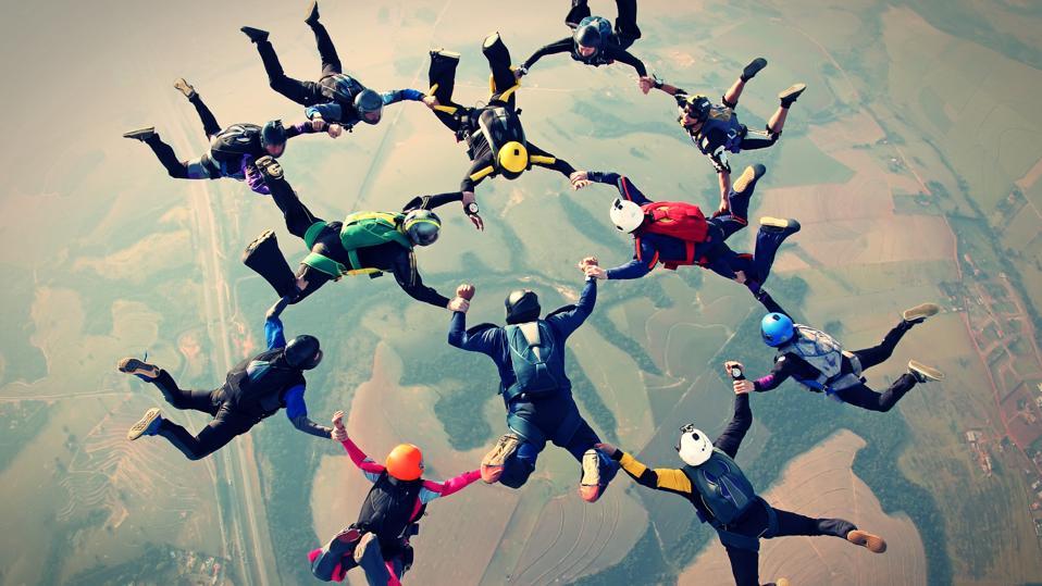 Skydivers teamwork photo effect