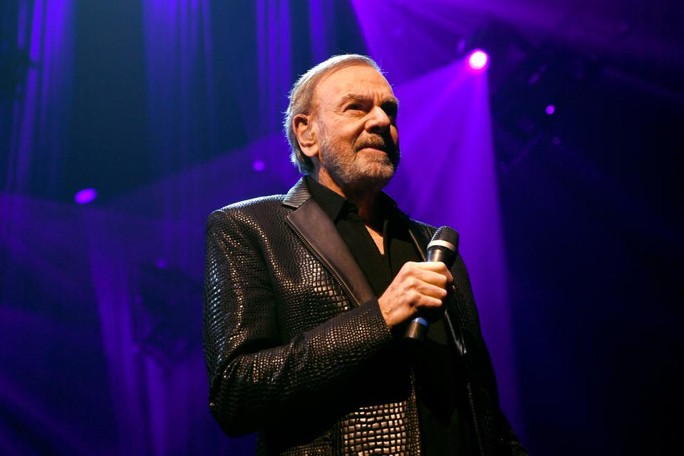 Keep Memory Alive Honors Neil Diamond At 24th Annual Power Of Love®  - Inside