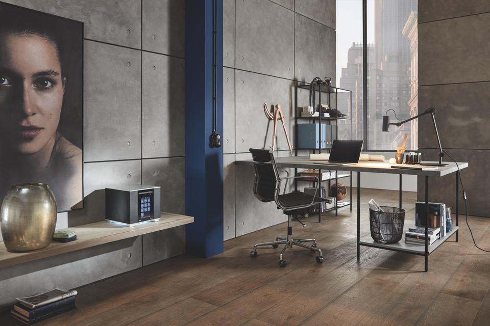 T+A Caruso 202 in an office setting