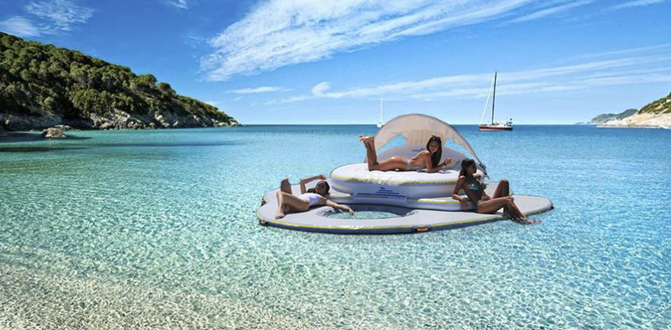 Luxurious inflatable private island