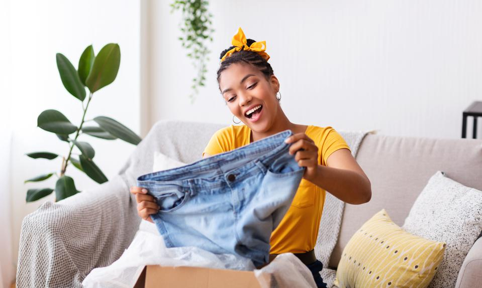 As the pandemic boosts e-commerce, fashion shoppers jettison ambiguous size charts in favor of AI-based tools that actually reduce wrong-sized clothing returns.