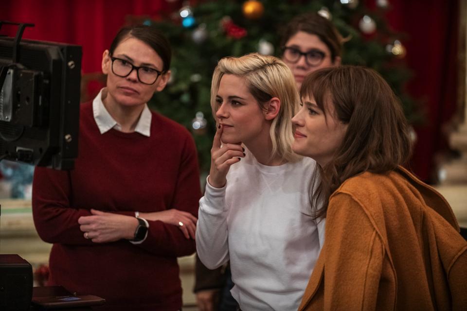 Director Clea DuVall with Kristen Stewart and Mackenzie Davis in 'Happiest Season'