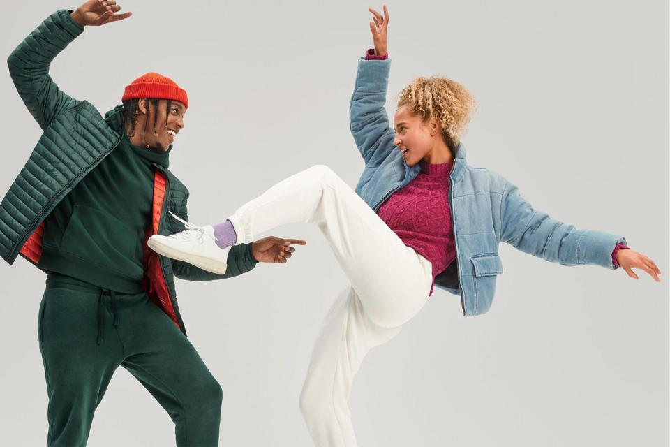Two Gap models dancing in holiday campaign.