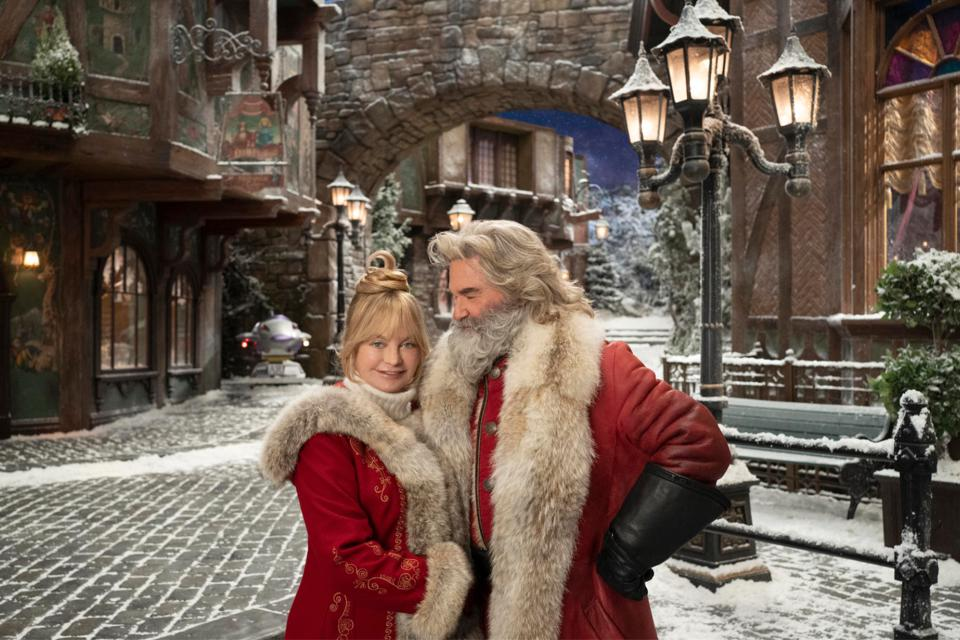 image shows kurt russell and goldie hawn in netflix christmas chronicles 2